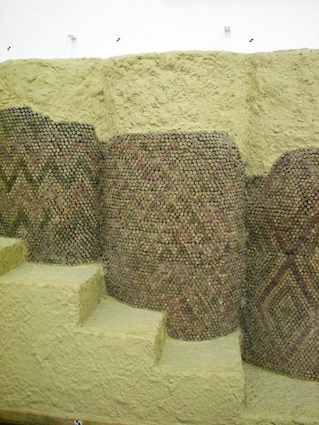 Фото. Конусная мозаика. Урук. Месопотамия. III тыс. до н. э.