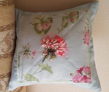 Фото. Простенькая подушка в подарок для девушки - розовая цветовая гама и вышивка лентами. Автор работы - TatNik