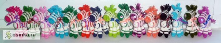 Фото. Целый табун разноцветных вязаных лошадок. Автор работы - Надежда1234