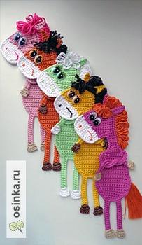 Фото. Очень серьезные разноцветные  Гражданки-Лошадки. Статус обязывает - они  ведь закладки для книг. Автор Натулька75 .