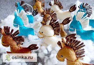 Фото. Разноцветные лошадки из фетра на елочку - целый табун. Автор: alenushka-v .