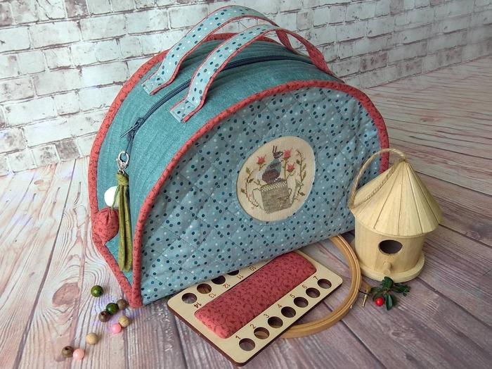 Фото. Текстильный чемоданчик по МК Тани Чурбаковой с оформлением вышивкой. Вот и примитивчик пригодился! Автор работы - *Apple*