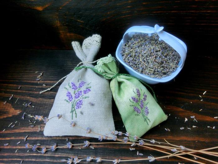 Фото. Еще один милый вариант оформления примитивов - рукодельные мешочки для трав.  Стильно и модно! Автор работы - baccarat