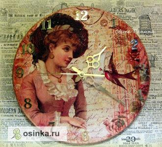 Фото. Интерьерные часы выполнены в технике декупаж, с имитацией фрески. Автор soviche .