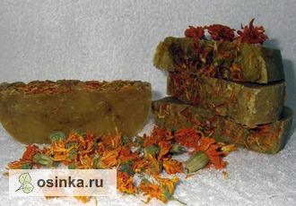 """Фото. Мыло от sawsanlale называется """"Сказки Ра"""", обогащено маслами облепихи, зверобоя, виноградных косточек, в составе -  свежие и сушеные лепестки календулы, шафран."""
