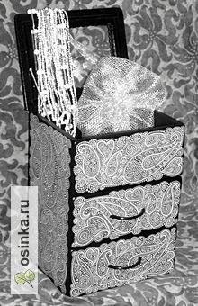 Фото. Мини-комод от doberWomen расписан вручную и покрыт лаком - прекрасный подарок для дамы.