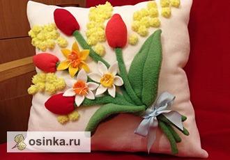 """Фото. Интерьерная подушка """"Цветочное настроение"""" - флис, объемная вышивка. Мягкая, красивая и удобная! Автор - Катюша Крылья бабочки ."""