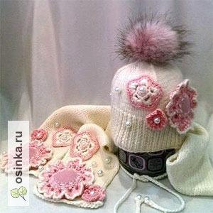 Фото. Милый вязанный комплект, состоящий из шапочки и шарфика, согреет вашу малышку зимой. Автор - Masha Purtova .