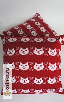 Фото. Вязаная подушка от Ирины Чернышёвой . Носы и глазки котиков - вышивка.