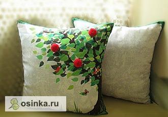 Фото. Комплект из двух подушек идеально подойдет для комнаты любого человека. Автор - Saidasheva .