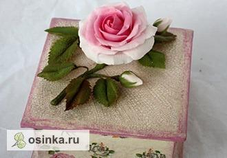 """Фото. Маленькая шкатулочка """"Мелодия весны"""" декорирована в технике декупаж и украшена нежной веточкой розы с бутонами(холодный фарфор). Автор - Karrysha ."""