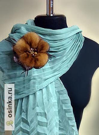 """Фото. Брошь-цветок """"Шахерезада"""" выполнена из меха норки, натуральной кожи и цветных бусин. Автор - просто Татьяна ."""