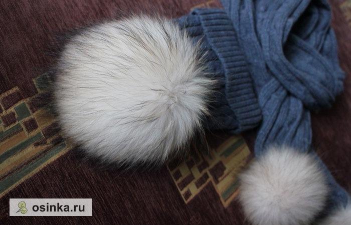 Фото. Мода последних сезонов - шикарные помпоны из натурального меха для украшения шапок и шарфов.  Автор этих - Olga Le .