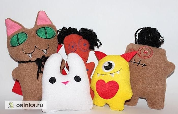 Фото. А muvchik будет встречать Хэллоуин в такой вот веселой компании симпатичных вышитых монстриков.