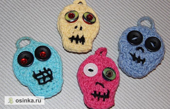 Фото. ... а еще - зомби. Эти - вязаные, с глазами-пуговками и совсем не страшные! Их смастерила Rredya .