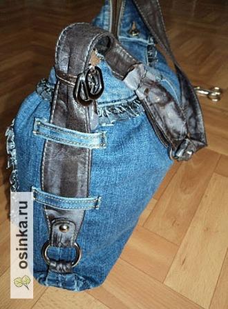 Фото. Если от джинсов уцелели шлевки - не спешите их выбрасывать. Они могут выполнять свою функцию и на сумке. Автор - Саааанечка .