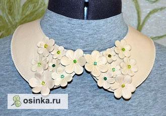 Фото. Ожерелье из натуральной кожи выполнено в форме стильного воротничка и украшено стразами. Оригинально, не правда ли?  Автор - Drakken .