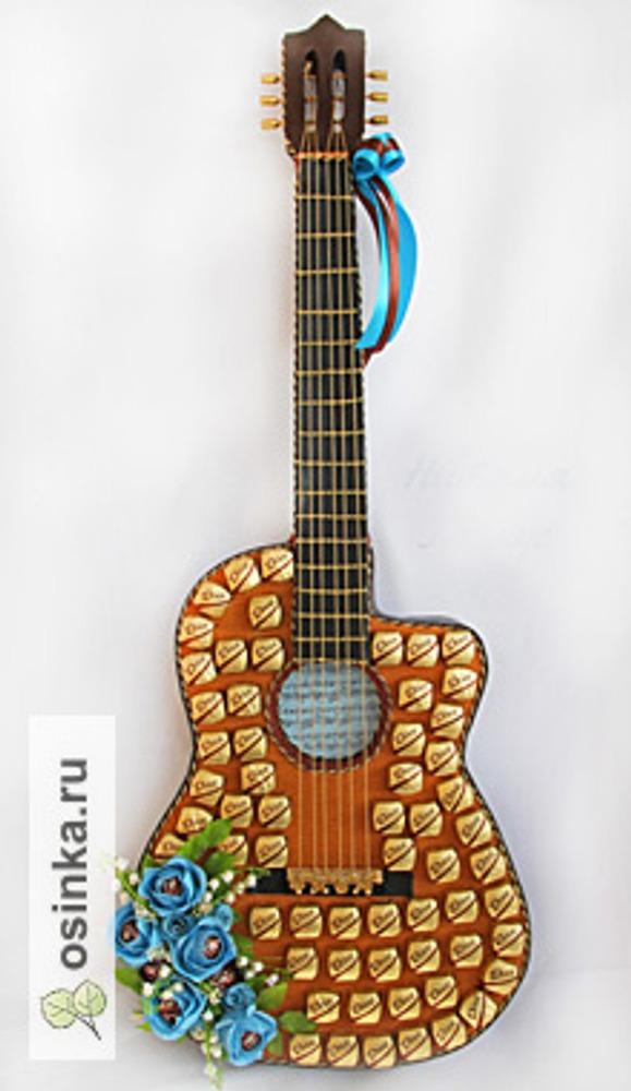 """Фото. """"Гитара"""", скульптурная композиция (была сделана по фото гитары Леонида Агутина и лично подарена ему после концерта)"""