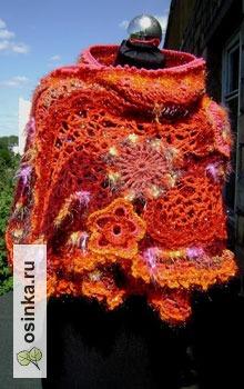 """Фото. """"Жар-птица"""" - шарф-накидка, выполнен в технике """"фриформ"""". Ну а расцветка.... Видите сами! Автор - Димарина ."""