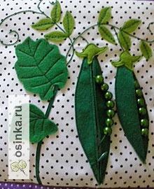 Фото. Горошек с настоящими горошинками внутри из зеленых бусинок. Автор работы - Natali1972 .