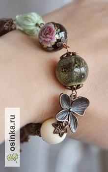 """Фото. Браслет """"Поляна"""" с бутоном лэмпворк ручной работы цвета мяты и бусинами из натурального камня. Автор - Katya-design ."""