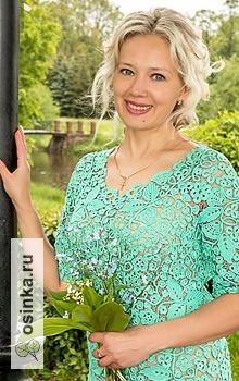 Фото. Даже однотонное вязаное платье в этой технике смотрится необычайно стильно. Автор - Olga-Anactasiya .