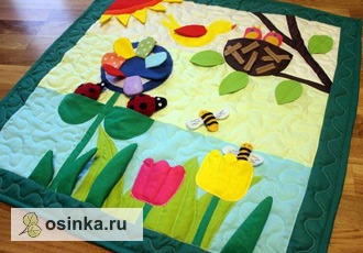 Фото. Разноцветные лоскутки легко превращаются в игровой коврик для малыша.   Автор - Марина72 .