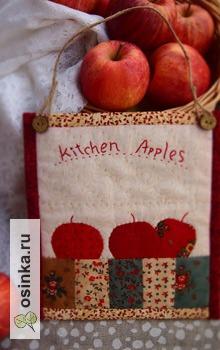 """Фото. Панно для кухни """"Румяные яблочки"""" в технике лоскутного шитья, с ручной аппликацией и вышивкой. Автор - venece ."""