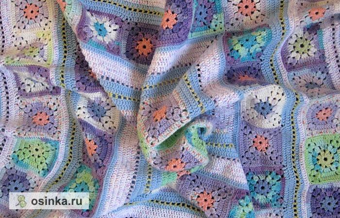 """Фото. Пледы, собранные из мотивов """"афганский квадрат"""" связанных крючком - самые популярные. Квадраты могут быть разноцветными, складывающиеся в причудливый узор.... Автор - master-knit ."""