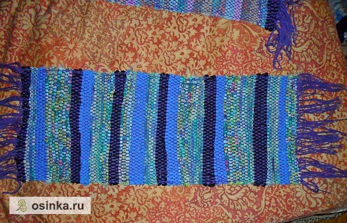 Фото. На Руси ковры ткали не только из нитей, но и используя разноцветные лоскутки и обрезки ткани, порезанные на узкие полосы. И до сих пор мастерицы любят такие ковры - получается стильно, как у бабушки. Автор - Рязанка .