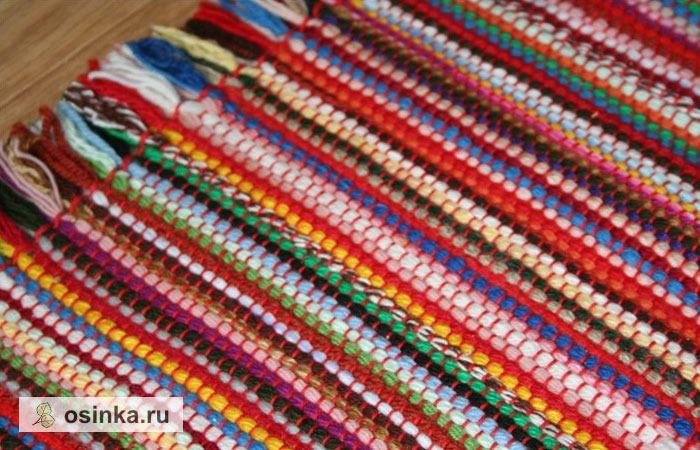 Фото. Коврик, сотканный из остатков разноцветной пряжи на настольном ткацком станке. Говорят, такой можно смастерить за один вечер. Автор - Матюлек .