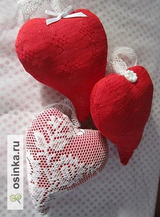 Фото. Сердечками накануне праздника принято украшать дом. Обратите внимание - сделать их совсем несложно. Эти горячие сердца от Luydovig .