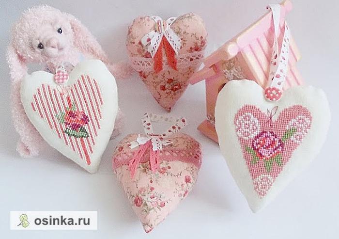 Фото. Стильные подвески-сердечки порадуют и заставят улыбнутся. А если сделать из них арома-саше - еще и создадут дома уют и романтичное настроение. Автор - alenushka-v .
