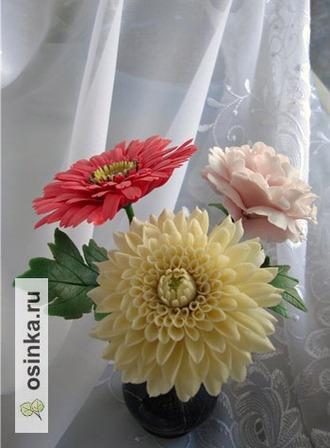 Фото. Розы, герберы, ромашки, хризантемы - цветы, известные всем. Поэтому именно с них чаще всего и начинают многие мастерицы.  Автор - yanka44 .