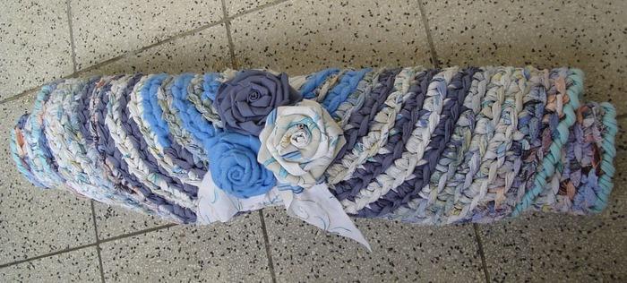Фото. Вот такие коврики вязали наши мамы и бабушки. Автор работы - OliJul