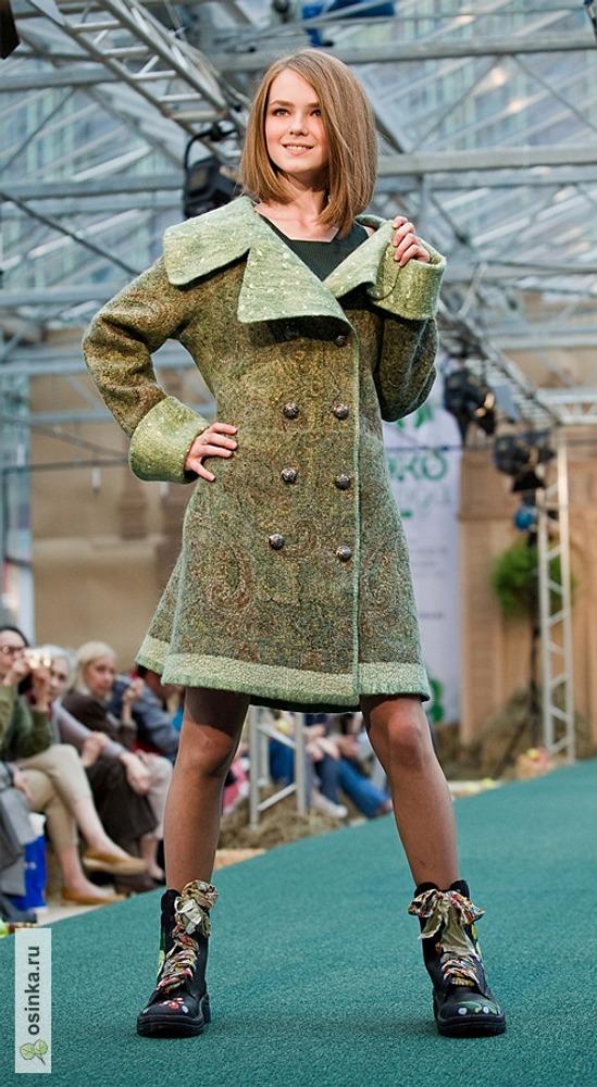 """Фото. Двубортное пальто в стиле """"милитари-лайт"""" (нуновойлок на основе платка """"Классический""""). Неделя Экомоды-2012 в Москве."""