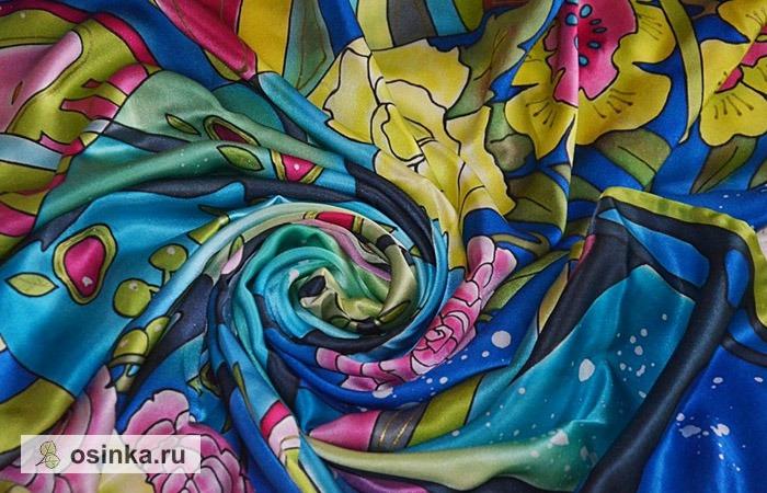 Фото. Яркий платок из натурального атласа, расписанный в технике батика - настоящее воплощение весеннего настроения. Автор - Кирмаша .