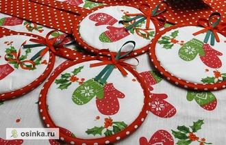 Фото. И конечно, прихватки могут стать прекрасным подарком, и на новоселье, и на Новый год. Автор - Irina_Fedorova