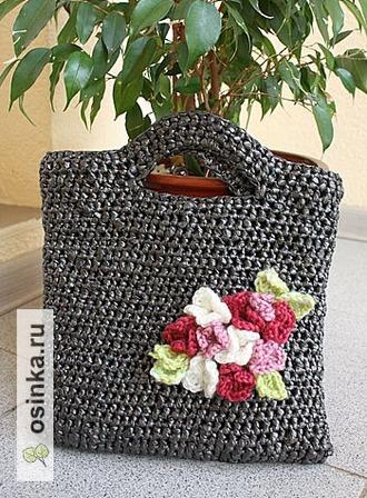 Фото. Лучше всего из полиэтиленовых пакетов вяжутся сумки - любой формы и размера. Например - хозяйственные или пляжные. Автор - yolka_igolka .