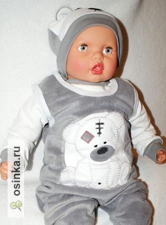Фото. А вот для украшения малышовой одежды отлетные детали и пуговки не годятся - только машинная вышивка!