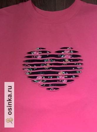 """Фото. Очень интересный прием декора - """"аппликация-наоборот"""". Незаменим при отделке трикотажных маек. Эта так и называется  - """"Сердечно-цветочное настроение"""". Автор - Natalekn vasilek ."""