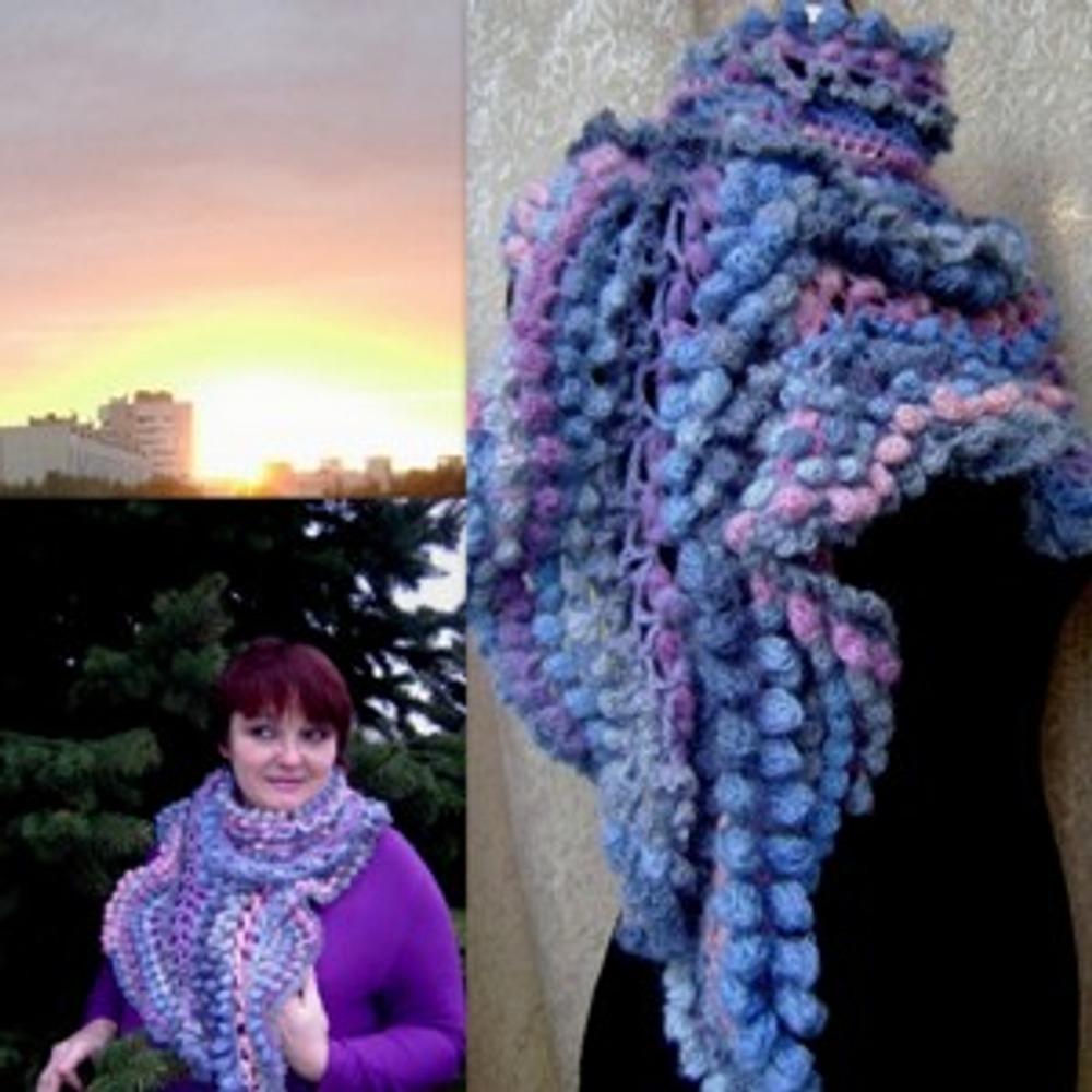 """Фото. Серповидный шарф """"Волшебство на закате"""".  Коллекция """"Волшебные танцы в небесах"""". Фриформ."""