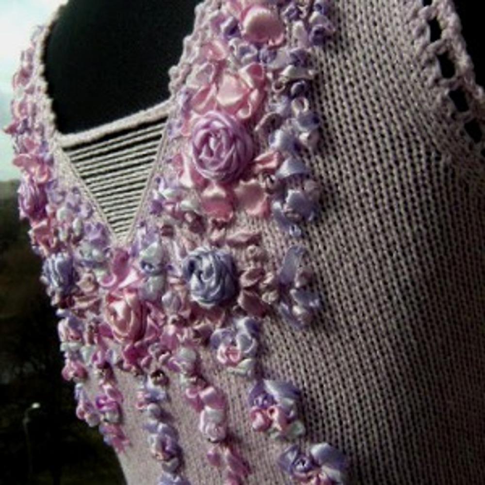 """Фото. Топ """"Аромат дивных роз"""". Вышивка лентами. Машинное вязание."""