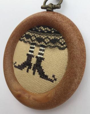 Фото. Witch shoes, дизайн из интернета, нашлась подходящая рамка. Автор работы - Rish