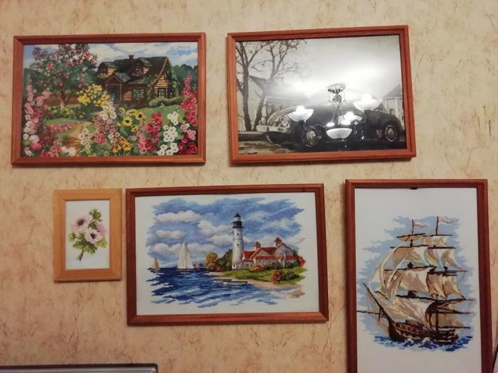 Фото. Еще одно увлечение - вышивка. Дома одна стена уже целиком картинам заполнена. Думала закончу и не буду ничего другого вышивать, займусь плотно вязанием. Но не получилось)