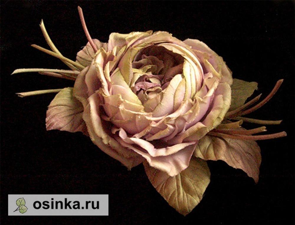Фото. Первая попытка сделать розу старинной, ностальгической формы. Ручная роспись лепестков и листьев. Обработка горячими инструментами.
