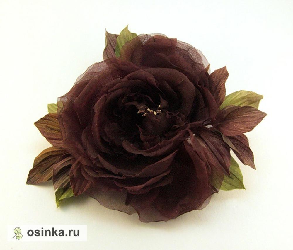 Фото. Роза из газа, листья - атласные. Ручная роспись. Обработка горячими инструментами.
