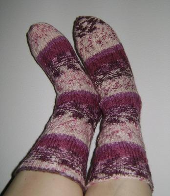 """Фото. Еще одна популярная модель - """"спиральные""""  носки: хорошо сидят и н сползают. Автор работы - Taurus61"""