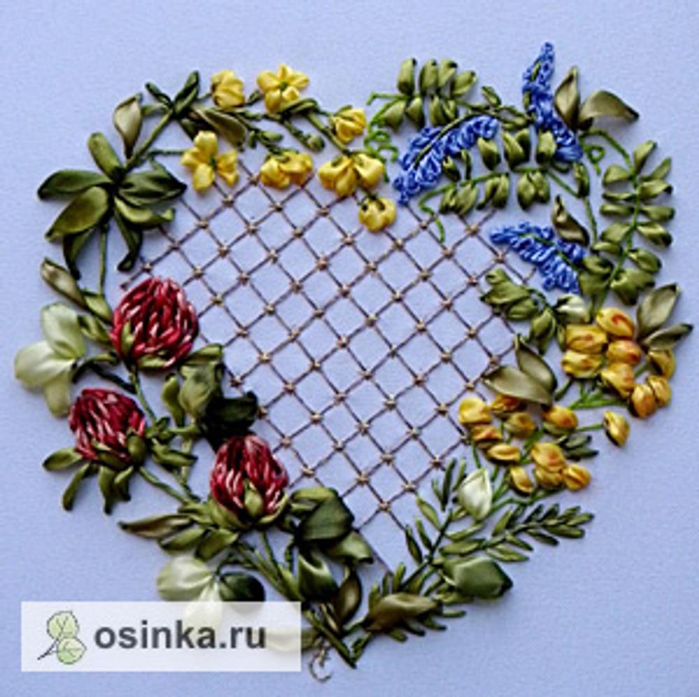 """Фото. Сердечко из искусственного шелка, работа из серии """"Цветы в сердце моем"""" (2014 г.)."""