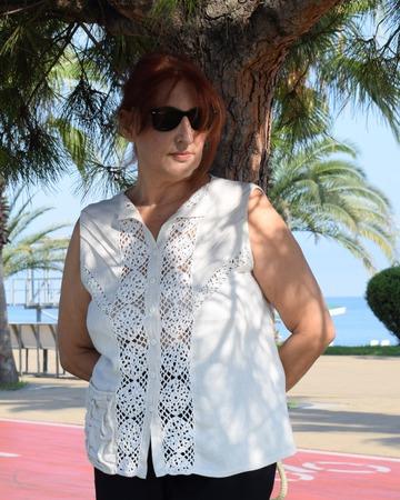 Фото. Блузка из ткани с кружевными вставками крючком. Автор работы - lara_chka